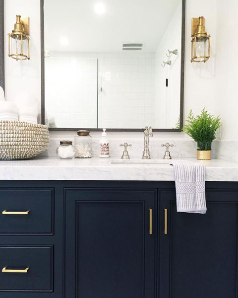 How To Pick The Right Size Mirror, What Size Round Mirror For A 48 Vanity