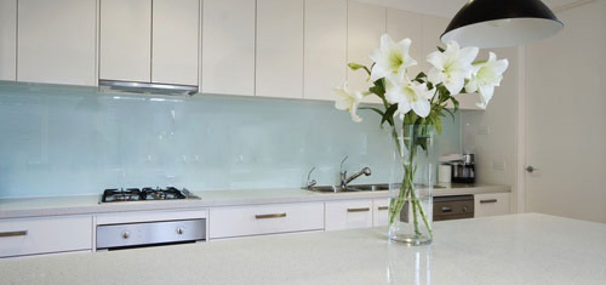 Glass-splashbacks-in-kitchen